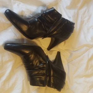 uknown Shoes - Womens 8.5 zip inside buckled booties